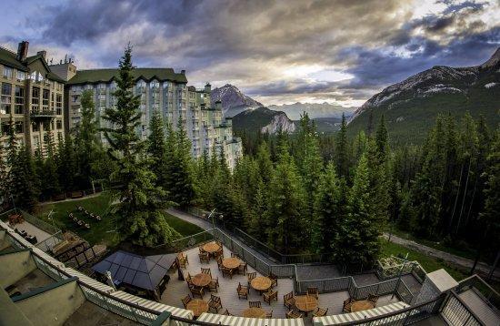 هتل ریم راک بنف کانادا (The Rimrock Resort)