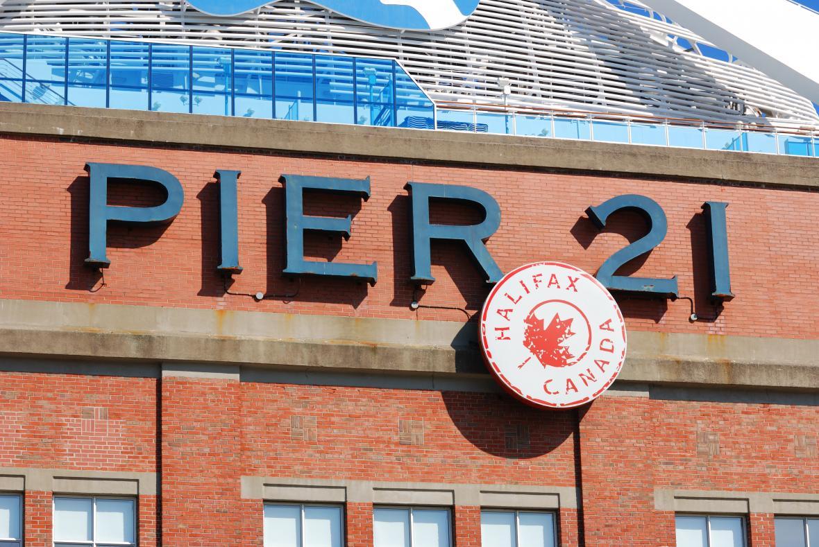 بازدید از جاذبه پیر 21 در تور کانادا