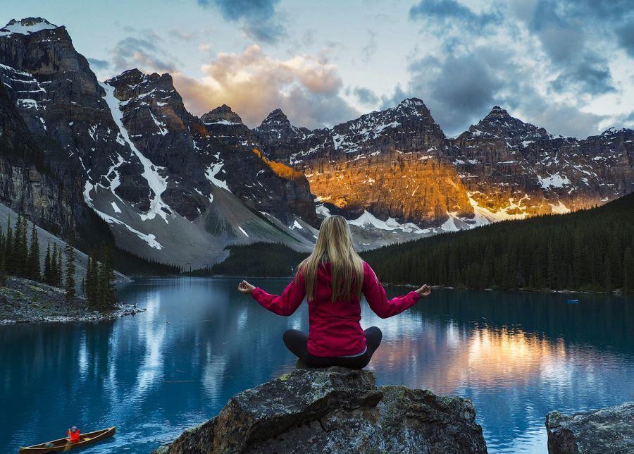 آشنایی با دره ده قله (Valley of the Ten Peaks) بنف کانادا