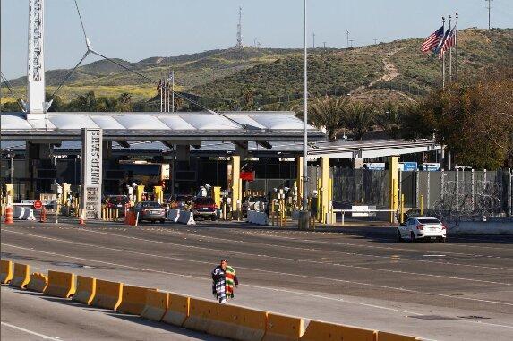 آمریکا، مکزیک و کانادا محدودیت های مسافرتی را برای یک ماه دیگر تمدید کردند