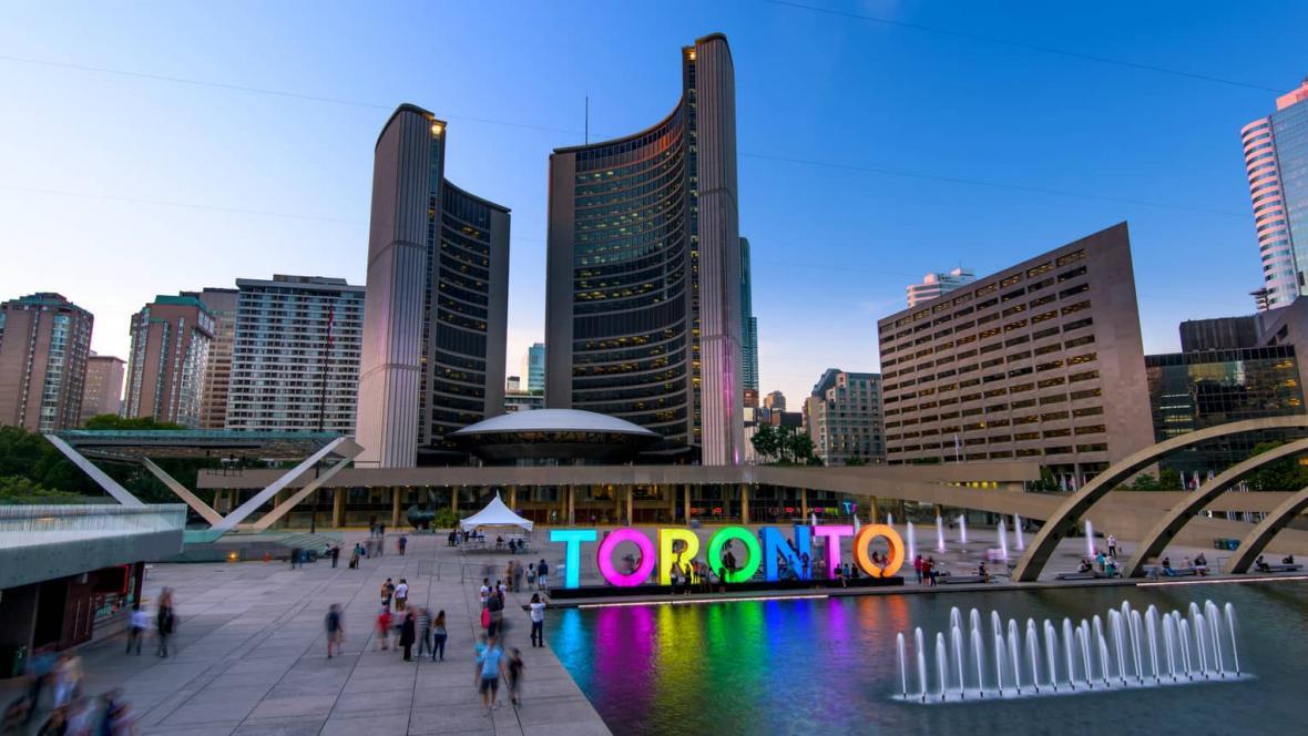 بازدید از تورنتو در تور کانادا ارزان قیمت