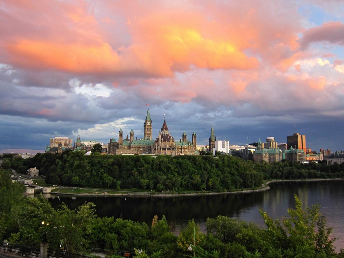 سفر به اتاوا با ویزای توریستی کانادا