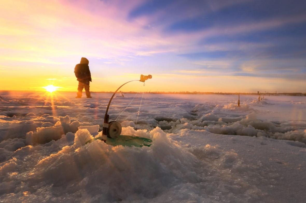 در کانادا دریاچه های فوق العاده ای برای ماهیگیری از درون یخ (ice fishing) وجود دارد