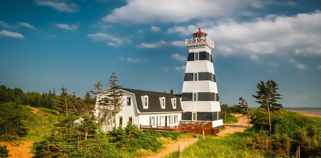 هتل فانوس دریایی وست پوینت کانادا (Westpoint Lighthouse)