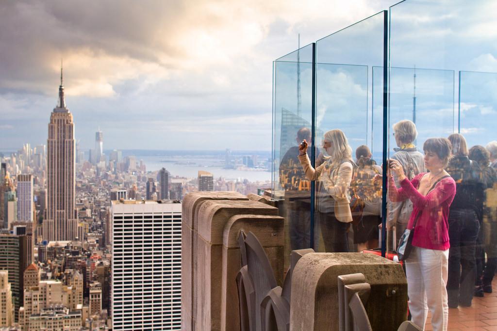 بر بلندای Rock Observation Deck نیویورک، کانادا