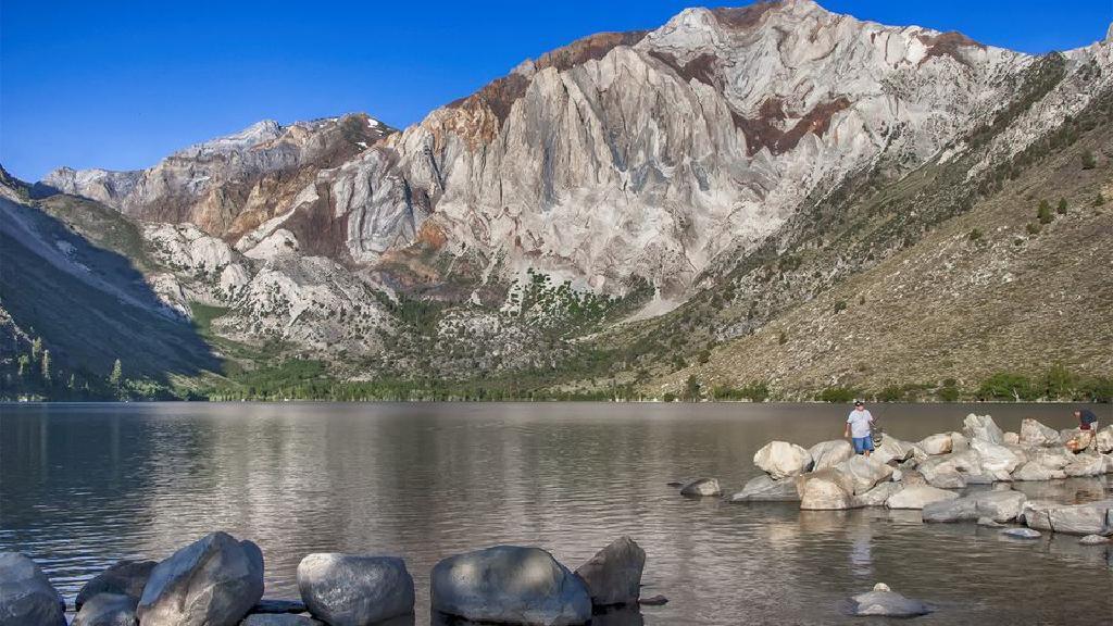 سفر به کالیفرنیا: دریاچه های ماموت، پیاده روی، ماهی گیری و اسکی
