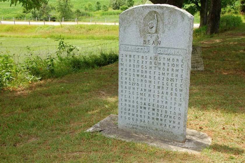 فردی کانادایی که بر روی سنگ قبر همسرش یک معما حک کرد!