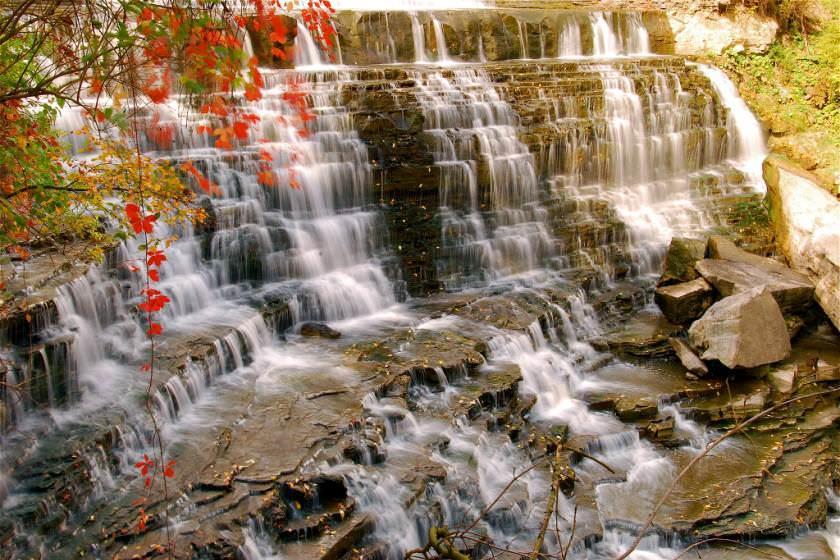 آبشار همیلتون کجاست؟